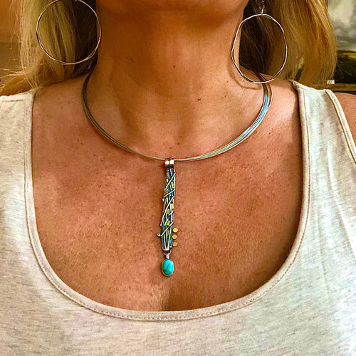 Sexy silver pendant w turquoise