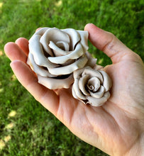 Free Leathercraft Pattern for 3-D Leather Roses by Annie Libertini