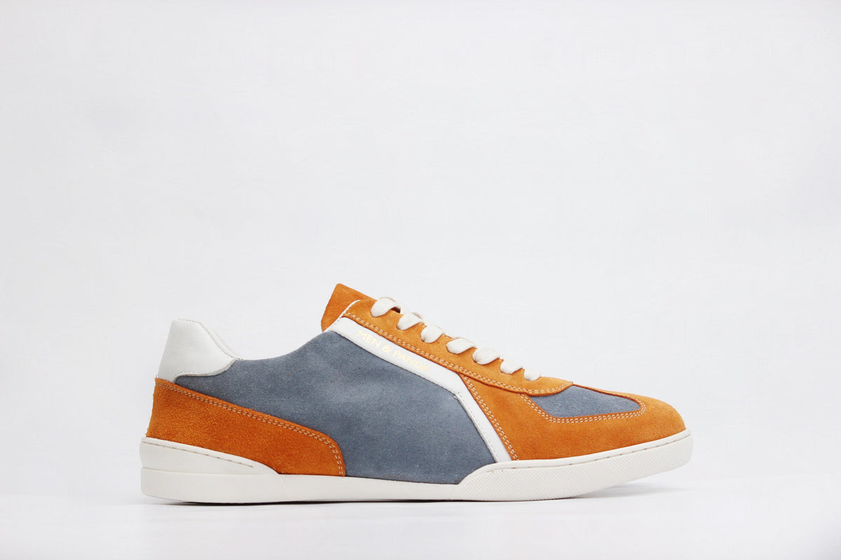 Sneakers RETRO en daim orange et bleu