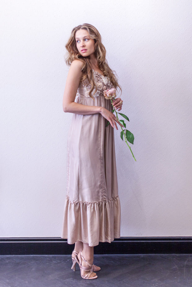 A sleeveless silk dress with strap shoulders, rosa color, rose decorations at decoltee