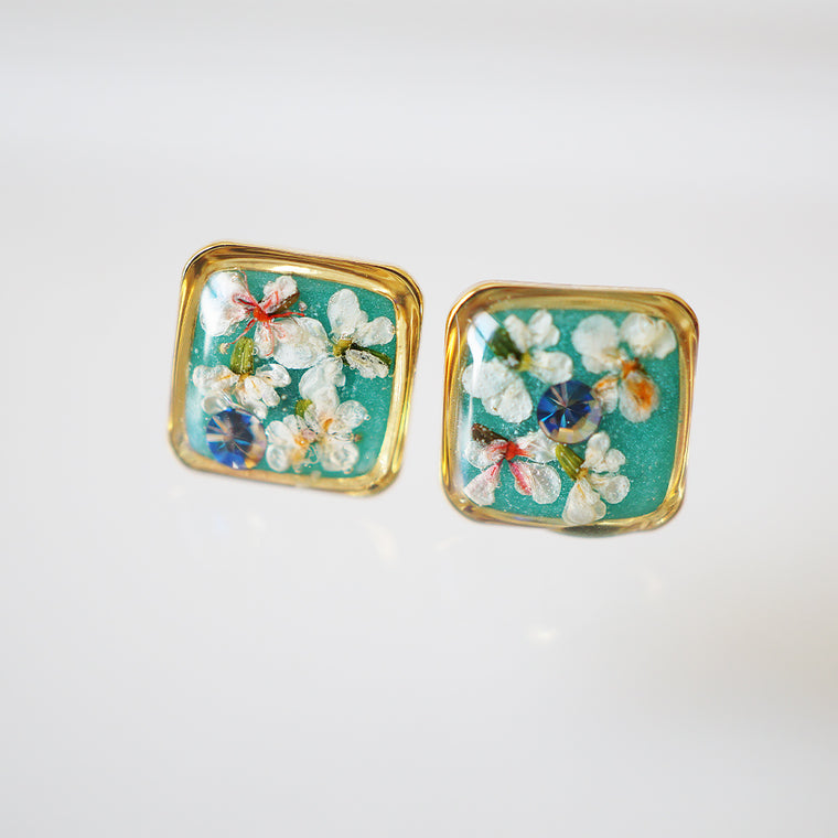 Square light green flower earrings
