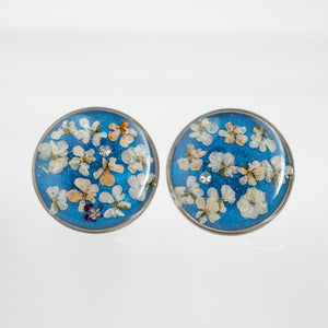Load image into Gallery viewer, Round flower earrings in silver