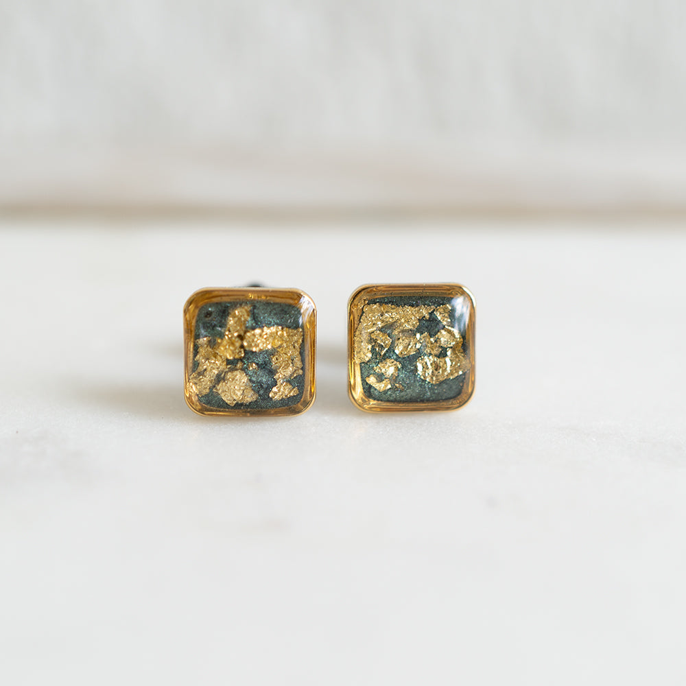 Earrings in green and gold