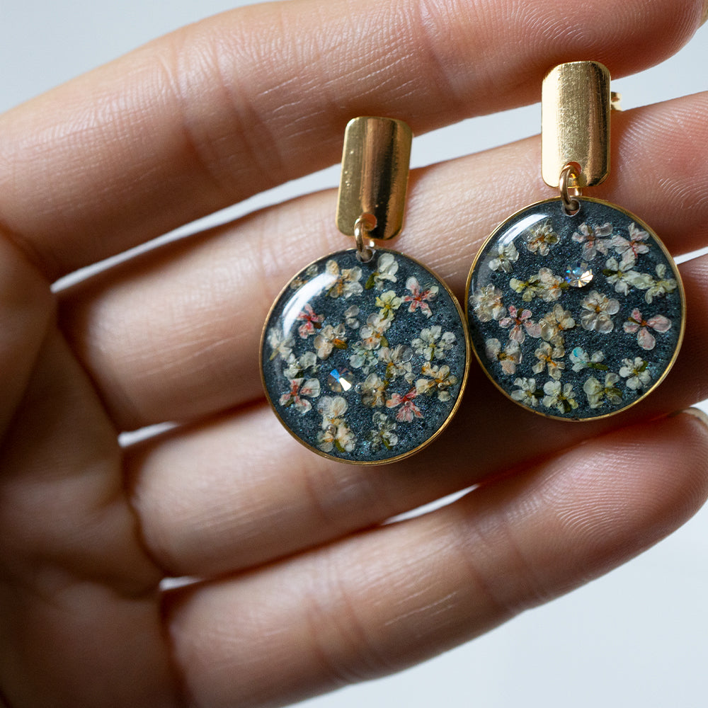 Load image into Gallery viewer, Grey Dangling Circle Earrings