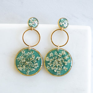 Load image into Gallery viewer, Dangling Green Flower Earrings