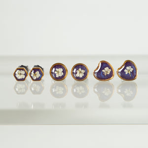 Purple flower earrings in gold