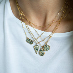Load image into Gallery viewer, Green Flower Necklace