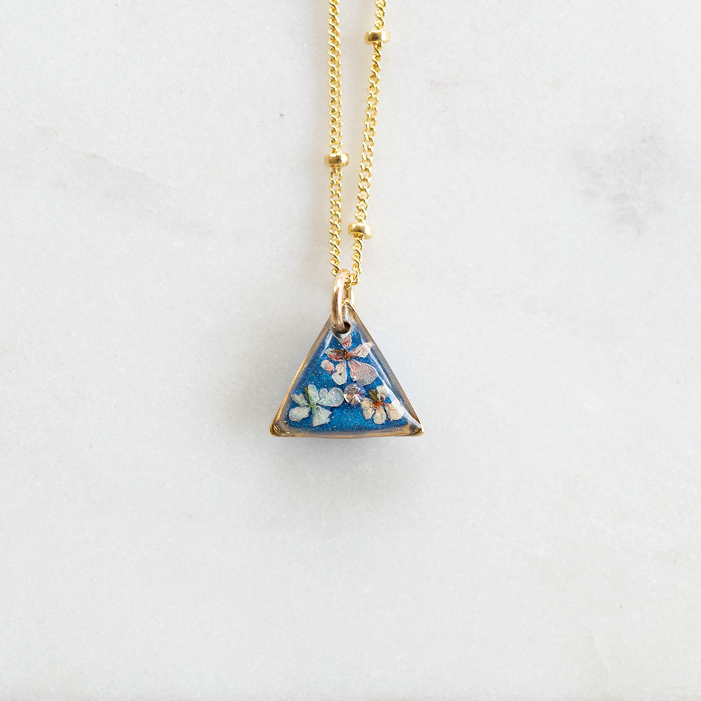 Load image into Gallery viewer, Small Flower Blue Necklace
