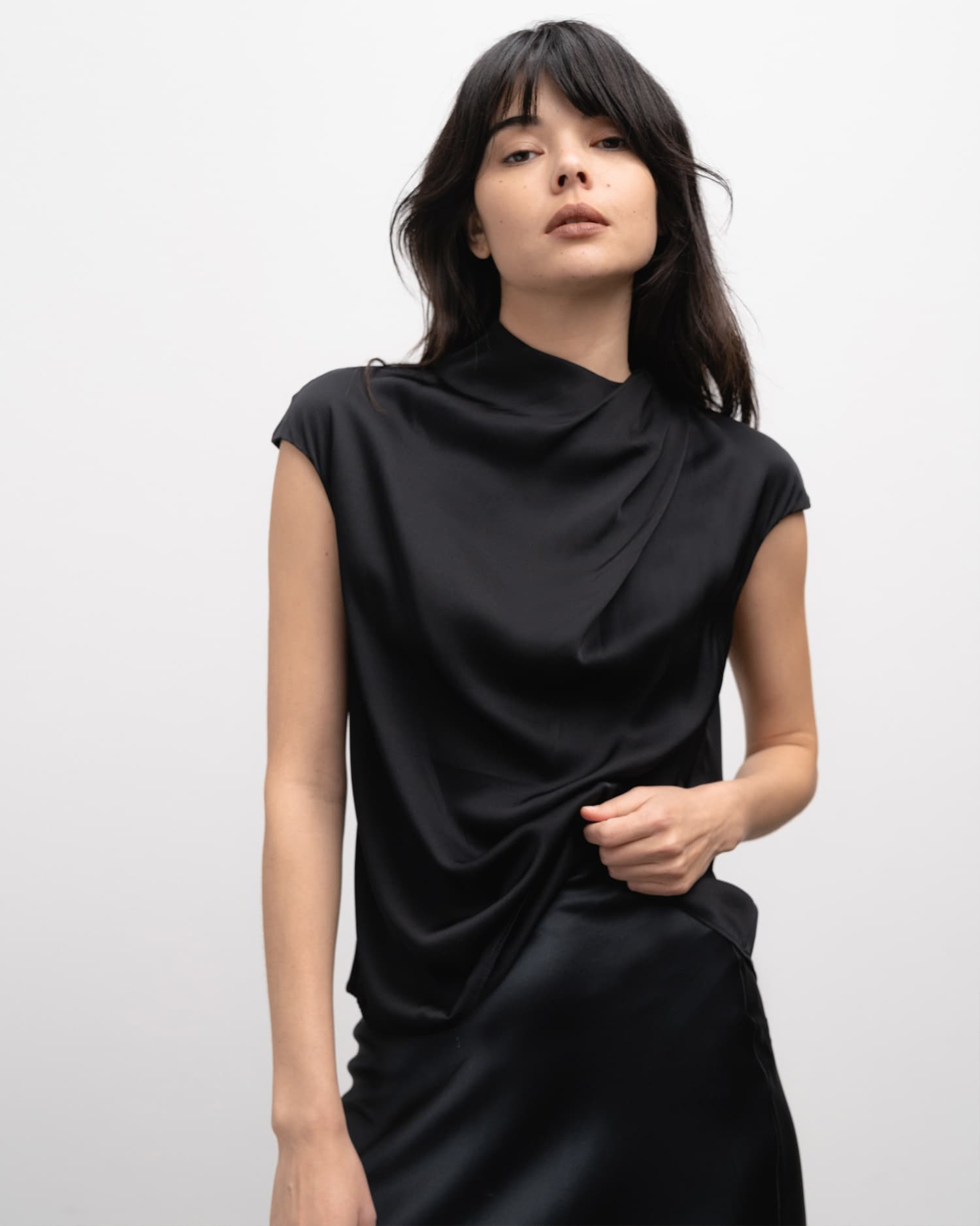 Lima top black from the side