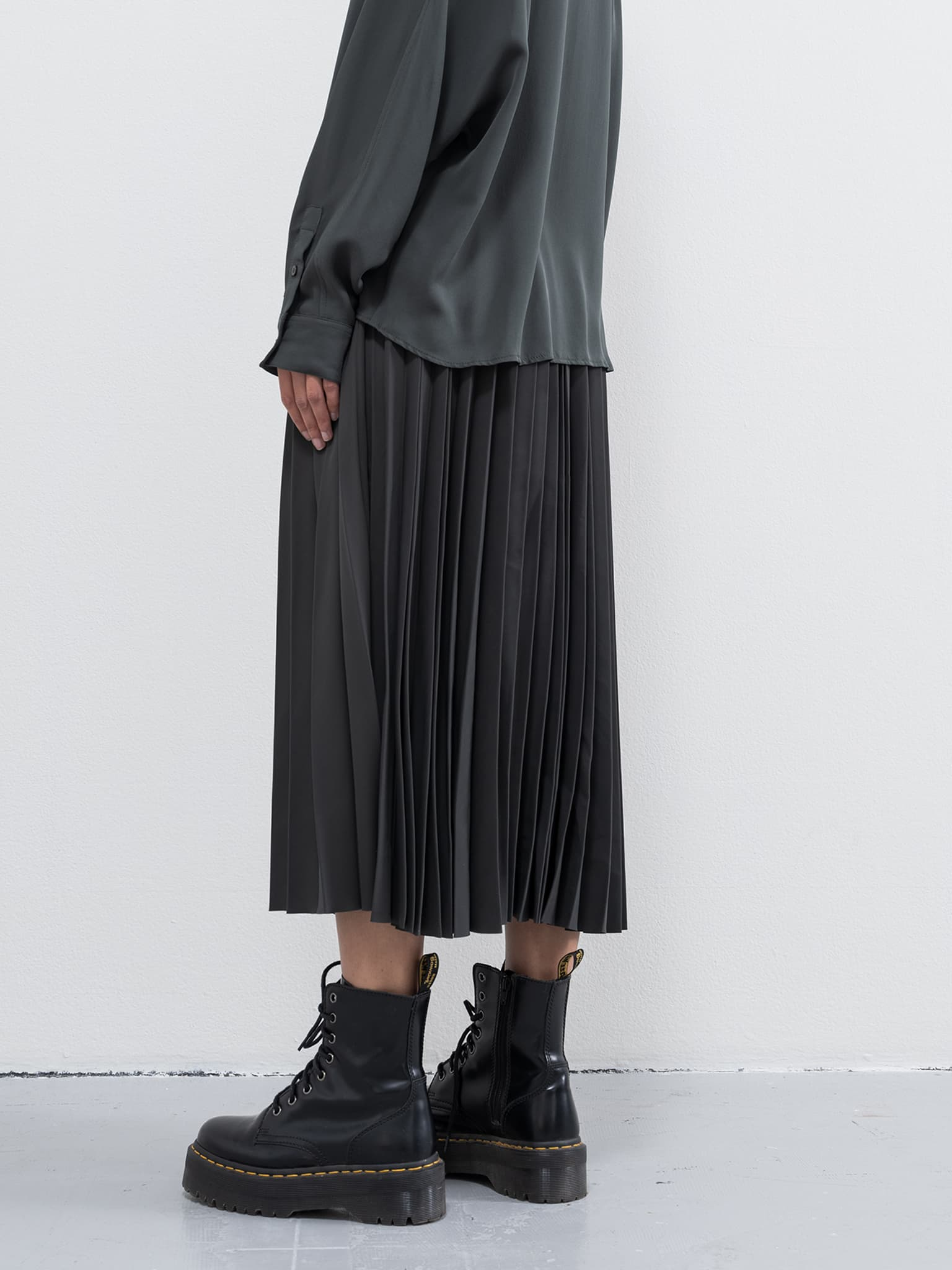 Yana skirt dark military