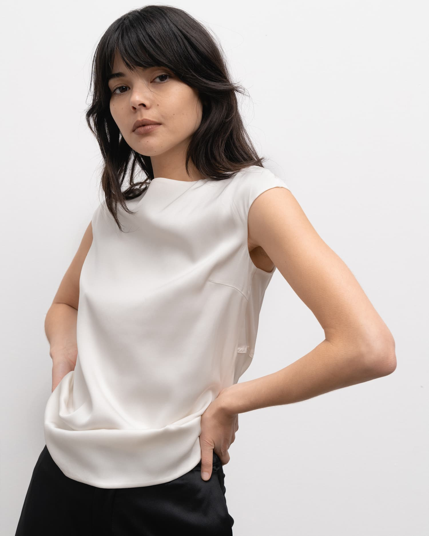 Yui top off-white from the side