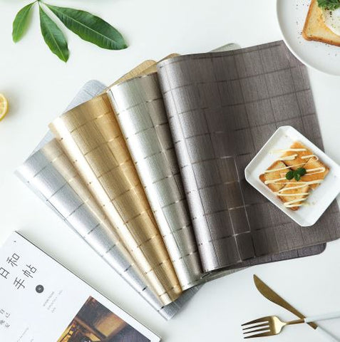 Metallic grid placemat