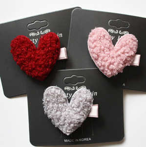 Fuzzy heart clip 5 pc.