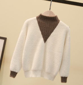 Contrast v mock neck sweater