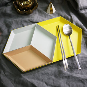 Geometric combined tray