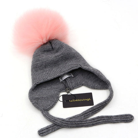 Winter hat with tie
