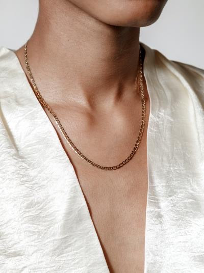 the toni necklace in gold.