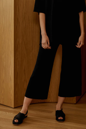 knit lounge pant in black.