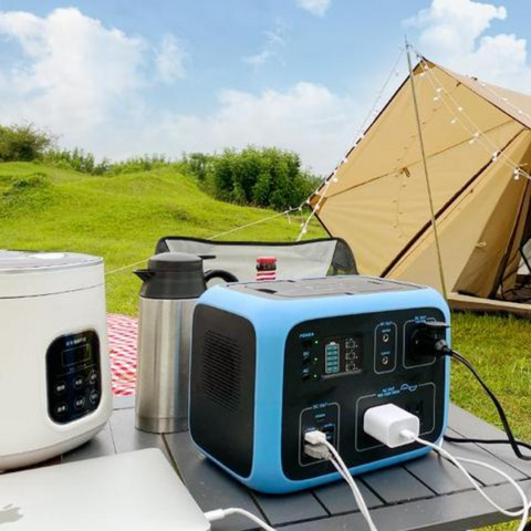 Bluetti - AC50S 500Wh/300W Portable Power Station hooked in a cooker.