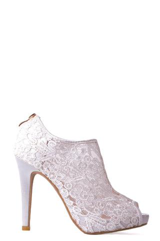 Bridal Shoe In Delicate Lace