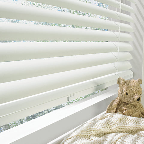 Hunter Douglas Horizontal Blinds are the finest window blinds in wood, wood alternative and metal as solutions for your windows.