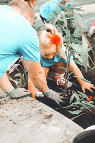 benefits of planting trees - father and daughter planting a tree