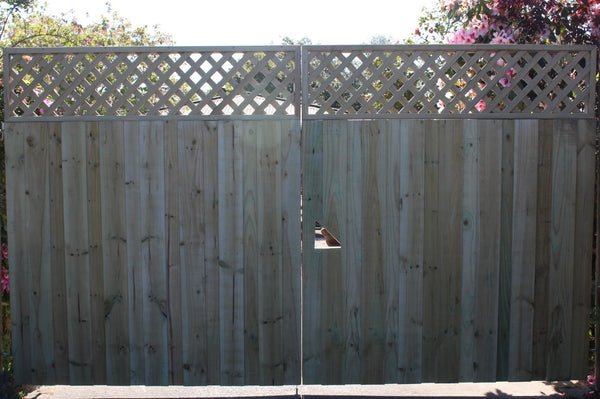 large board and batten driveway gates with trellis