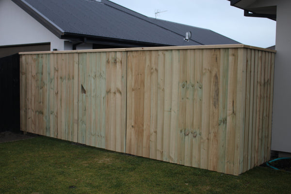 paling-fence-with-cap-and-gate