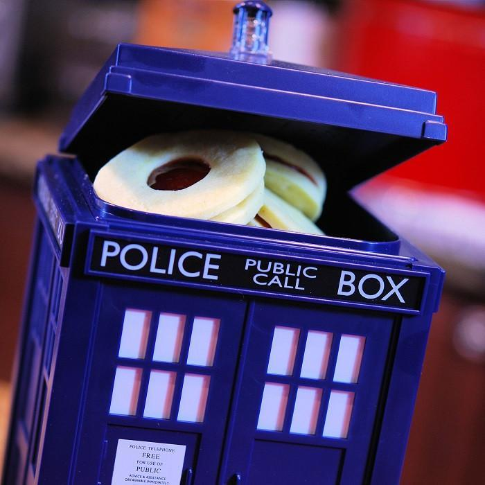 Doctor Who Tardis Light and Sound Cookie Jar - - Ikon - Yellow Octopus