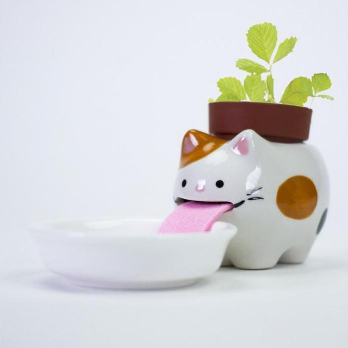Self-Watering Drinking Animal Planters - Wild Strawberry (Cat) - Peropon - Yellow Octopus
