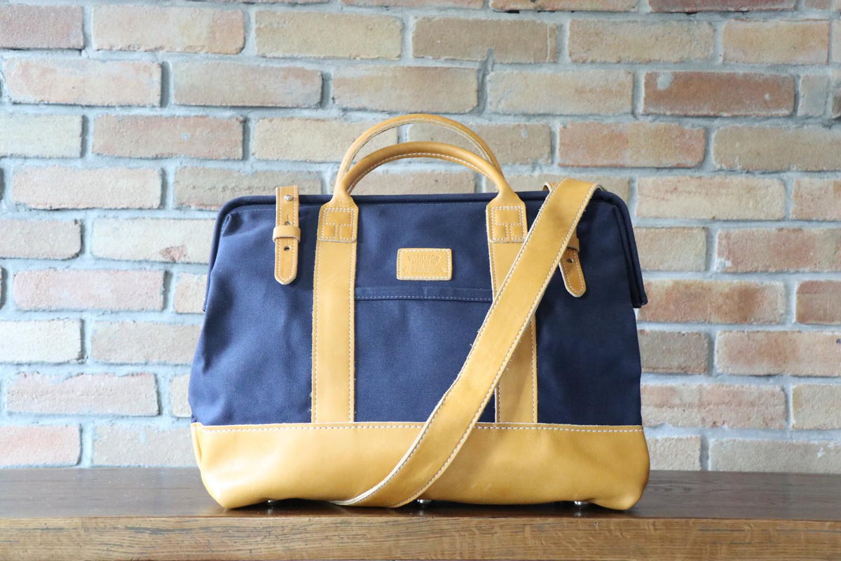 Mason (D): Navy x Gold Yellow