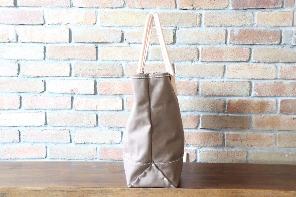 Day Tote:         Brown / Brown