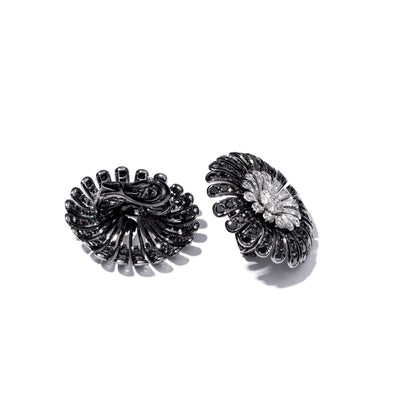 VINTAGE: Daisy Black Earrings