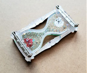Cherryloco : Hour glass brooch