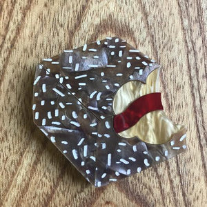 Mox & Co : Bite Me! - Lamington Brooch