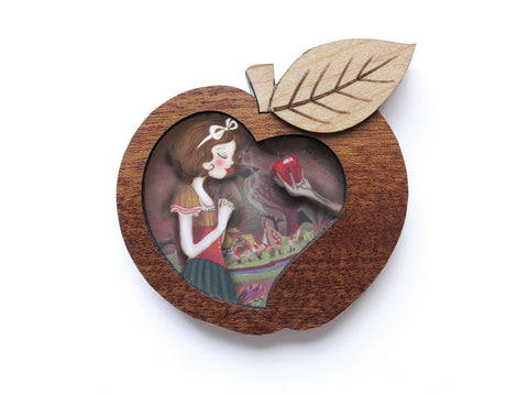 LaliBlue : Snow White Brooch