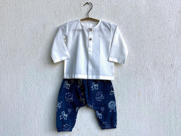 ESSENTIAL WHITE  KURTA WITH ZOO PRINTED INDIGO PYJAMA