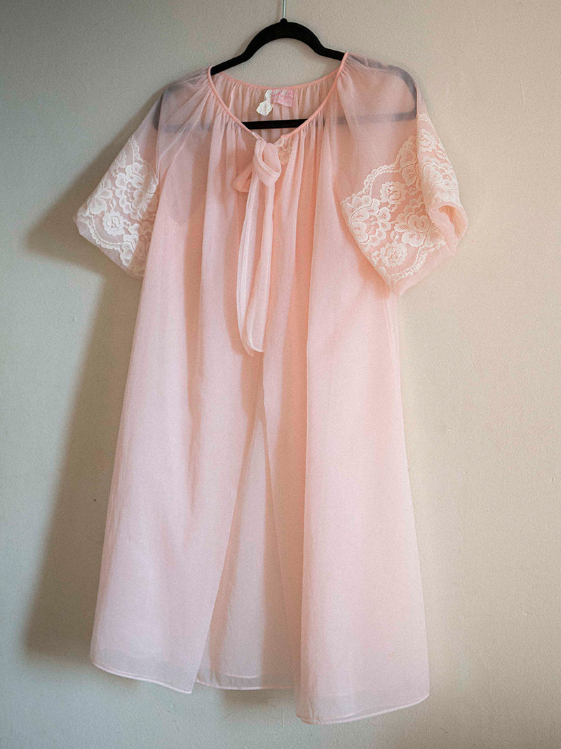 1960's Avian Petite sheer robe in pink.