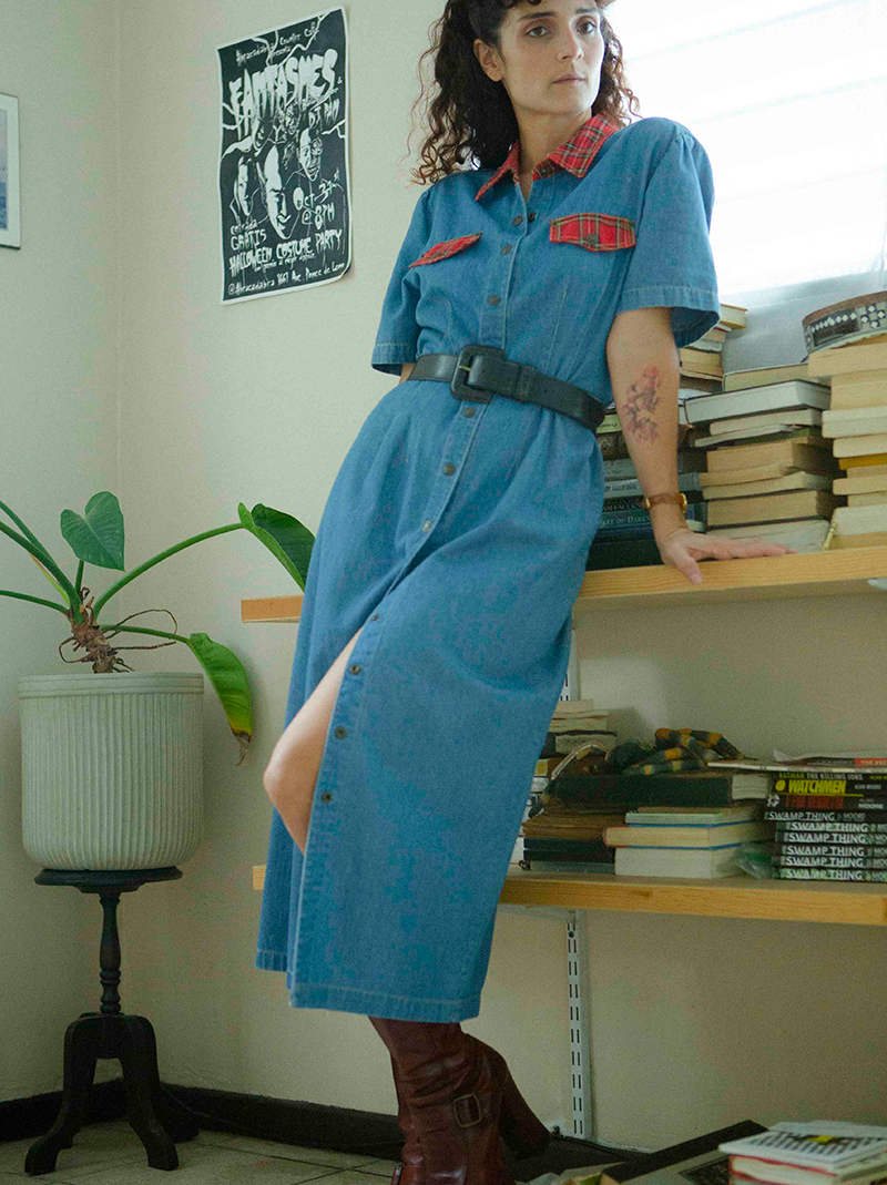 Denim dress with red collar