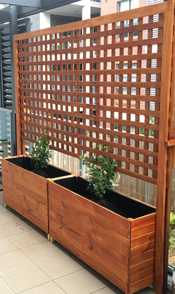 Free-standing lattice planter box
