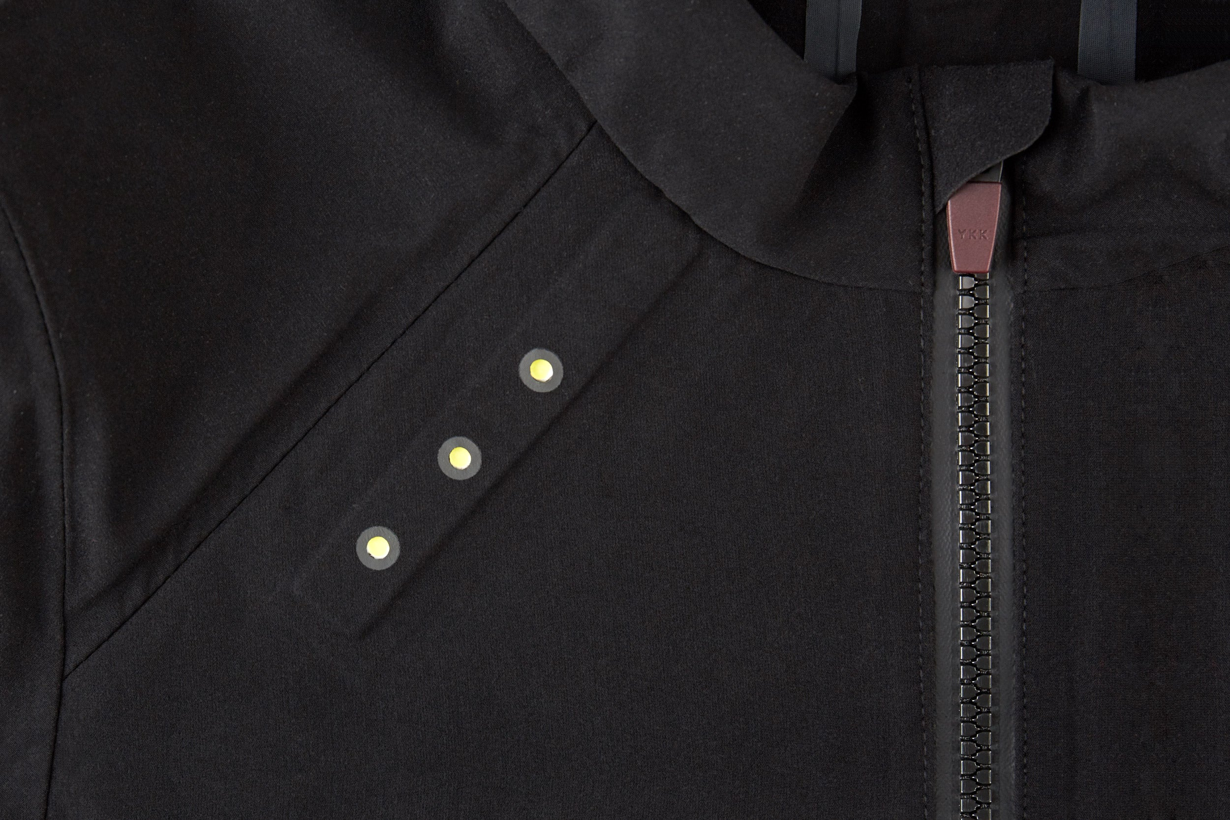 Bonding and precision laser cutting techniques give the garments a sleek, modern aesthetic while reducing overall weight. AquaGuard® Vislon® zippers are used to make the jacket easy to open and close, even with gloved hands, as well as on a zipped rear pocket for keeping essentials dry. Our graphic 'Shift' pattern printed in reflective ink not only looks good but also helps keep you visible in low light conditions.