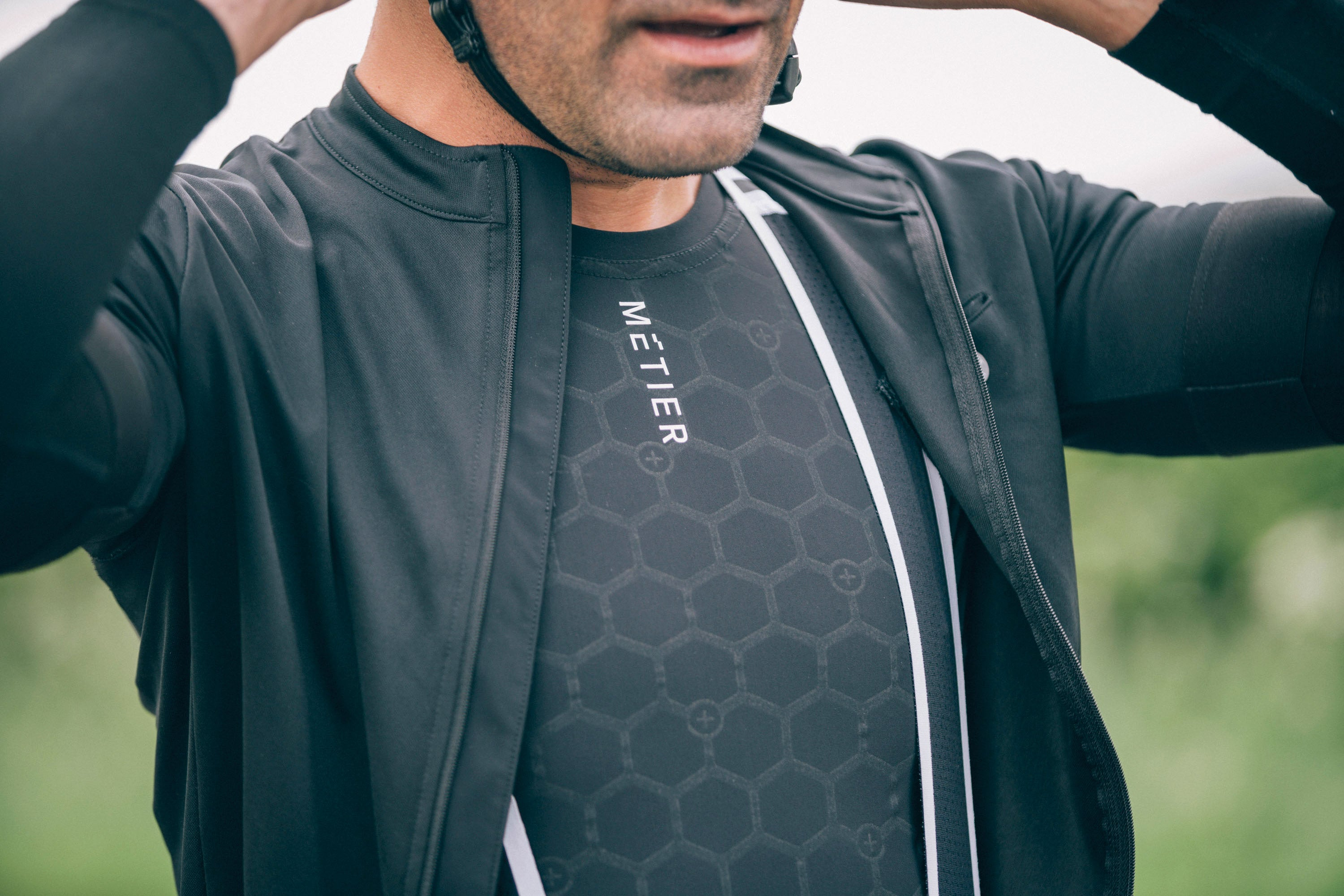 On long or short rides, comfort is paramount. The seamless bonding, compression fit and quick dry nanotech fabric of the Element race layer all contribute to an athletic feel and fit that give you real confidence on your ride. And thanks to the antibacterial properties of the fabric, you can ride day, after day, after day.