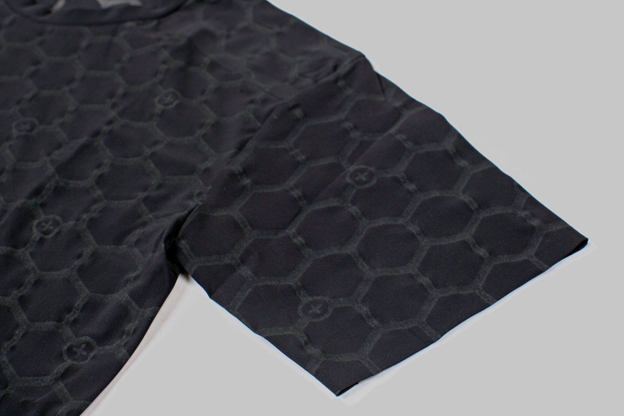 Seamless bonding minimises irritation to the rider. The bonded edges also provide enhanced breathability by eliminating the need to sew and tape multiple layers of fabric together. As well as reducing weight, this creates less bulk and a better fit.