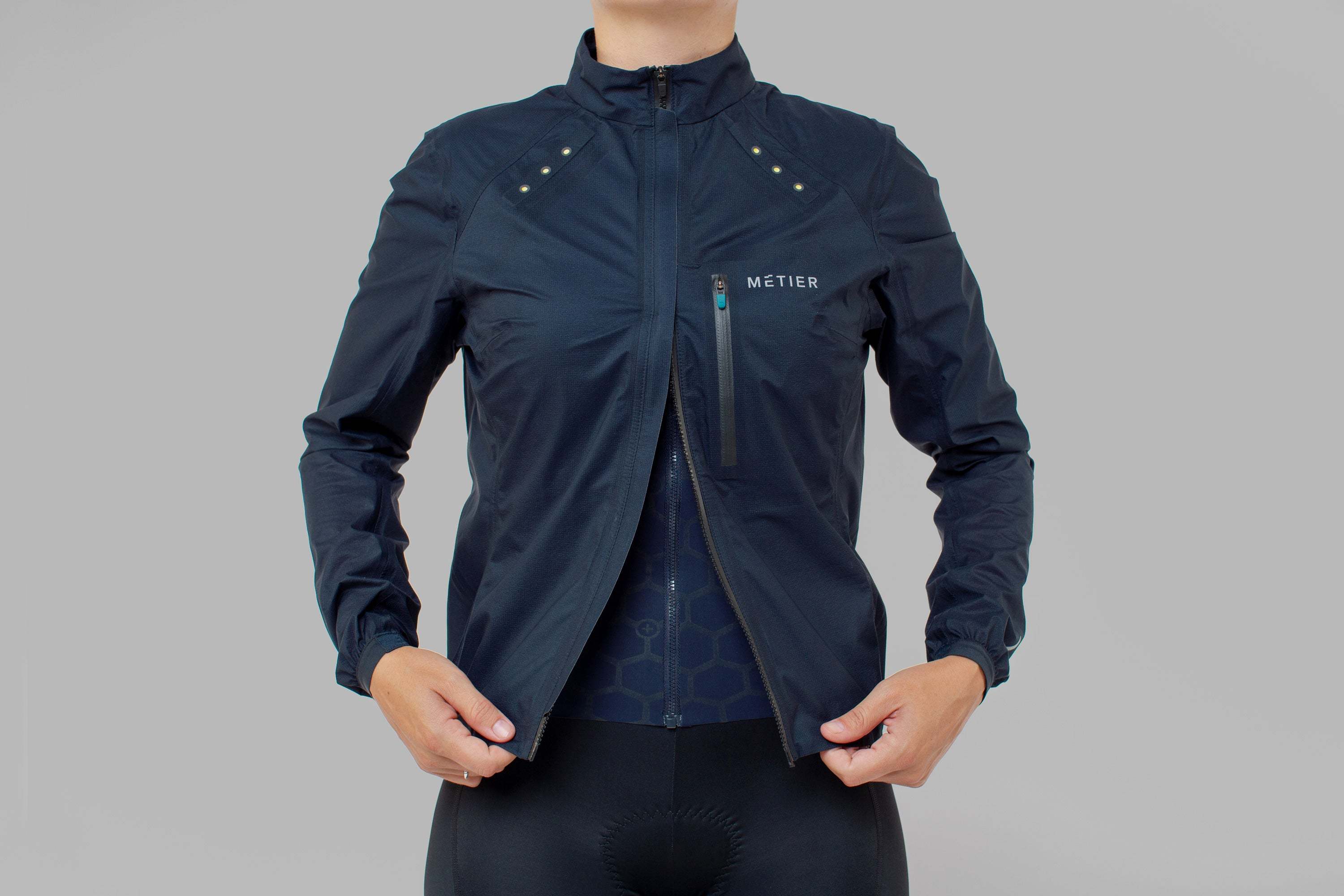 Overheating will impact your performance as energy is directed away from the muscles. The stretch nylon fabric of the Beacon Rain Jacket is highly breathable and works to regulate your core body temperature, meaning you'll stay comfortable and dry even when riding hard.