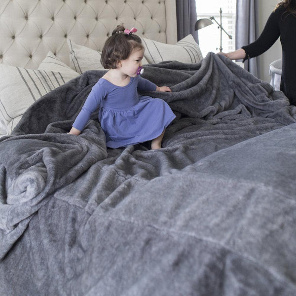 Chinchilla Saranoni Grand Faux Fur Blankets