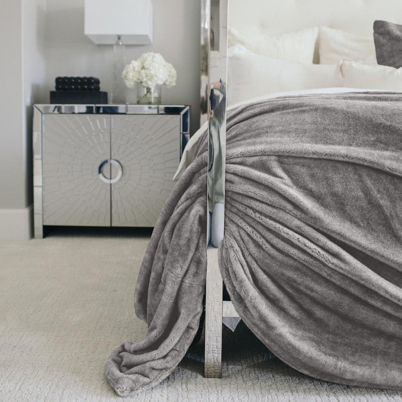 The most luxurious gray king bedding comforter set.