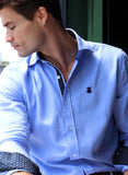 Blaues Oxford-Tupfen-Shirt