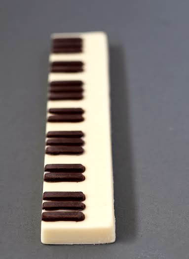 CHOCOLATE PIANO KEY BAR