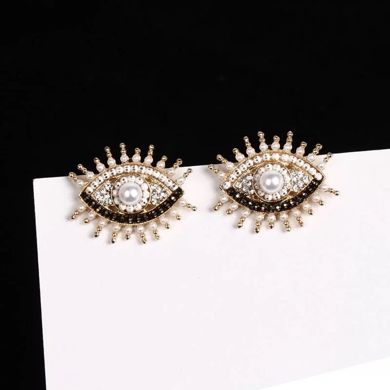 Aankh Earrings
