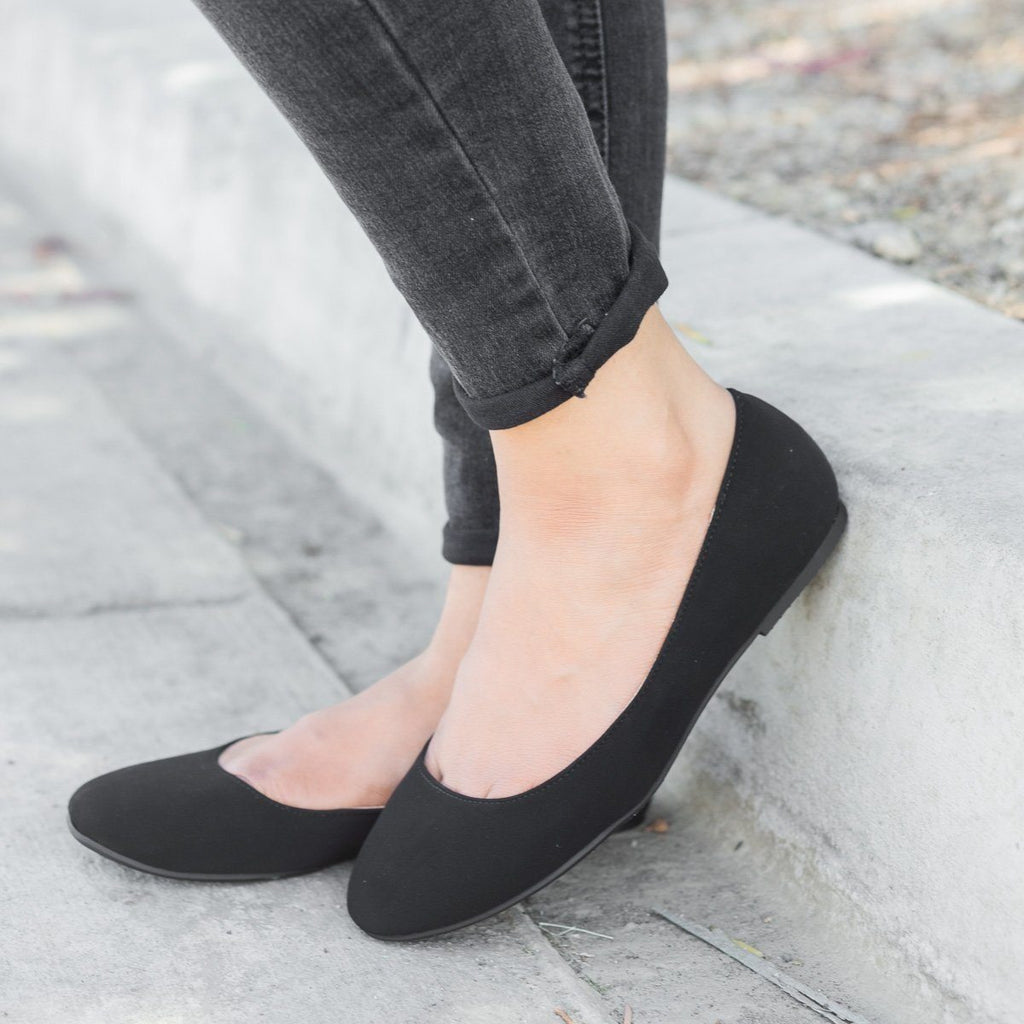 Womens Basic Ballet Flats - City Classified Shoes - Black (Faux Micro Suede) / 5